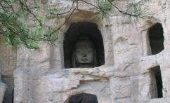 云冈石窟 (the Yungang Grottoes)