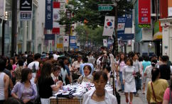 Myeong Dong shopping street